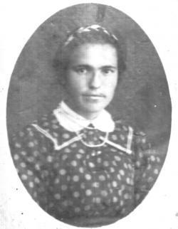 Édeasanyja, László Julianna. Kányádi Sándor 11 évesen, 1940-ben veszítette el