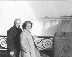 Feleségével, Tichy Magdolnával a Niagara-vízesésnél, 1981