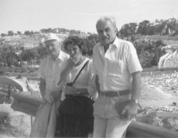 Fux Pál festőművésszel és feleségével Izraelben, 1992
