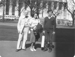 Kányádi Sándor és felesége, Tichy Magdolna, Benedek Lászlóval Buenos Airesben, 1981
