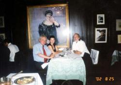 Német kiadójával, Egon Ammannal és feleségével, Zürichben, 2002-ben