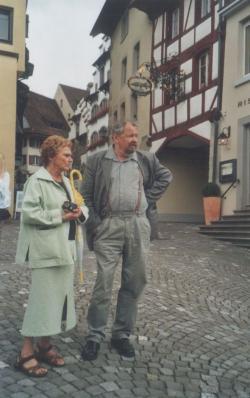 Feleségével Svájcban