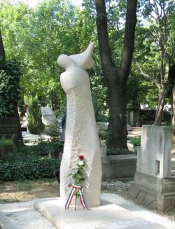Lázár Ervin síremléke a Farkasréti temetőben