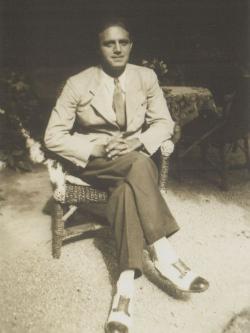Ottlik a Riadó utcai ház kertjében, Budapest, 1940 körül (Debreczeni Gyöngyi felvétele)