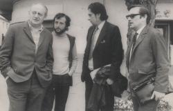Harag György rendező, Kölönte Zsolt díszlettervező, Páskándi Géza és Csiki András színművész a Tornyot választok kolozsvári bemutatóján (1973)