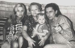 Páskándi, édesanyja, felesége és lánya (Kolozsvár, 1973)