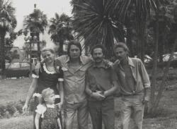 Családjával, Szilveszter Lajossal (a sepsiszentgyörgyi színház akkori igazgatójával) és Seprődi Kiss Attilával (a színház rendezőjével) Abbáziában, 1976