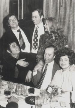 Esküvői fotó: Páskándi Géza, dr. Szedő Ferenc, Páskándi Anikó (állnak), Csoóri Sándor, Novák János és felesége (1976. márc.)