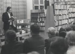 Páskándi Géza felolvas a Székesfehérvár Könyvtárban (a '80-as évek közepe)