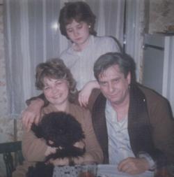 A Páskándi-család és kutyájuk, Szuszóka (1985)