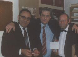 Berényi Gábor rendező, Páskándi Géza és Taub János a Vendégség bemutatóján, a Játékszínben (1986)