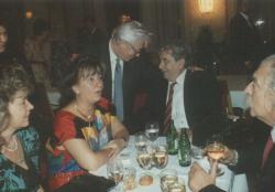 Páskándi Géza és Monoszlói Dezső feleségeikkel és Sütő András (Bécs, 1992)