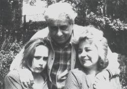 A kertben, családjával (1993 nyara)