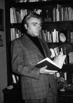 A könyveknek – pontosabban az általuk elindított alkotói fordulatoknak – kitüntetett szerepük volt Rákos Sándor költői fejlődésében