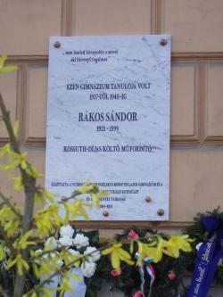 Rákos Sándor emléktábláját 2009 áprilisában avatták fel a nyíregyházi Kossuth Lajos Evangélikus Gimnázium homlokzatán, közvetlenül Krúdy Gyula szomszédságában