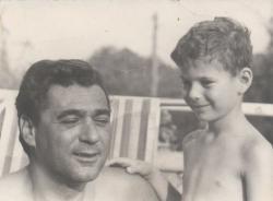 Fiával, Bálinttal a Kútvölgyi utcai lakás teraszán (1962 körül)