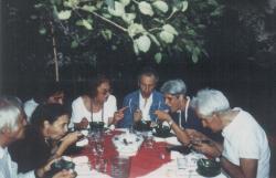 Baráti társaságban: a házigazda Veress Pál festő, Somlyó György, Orbán Ottó, felesége és Vargha Balázs (1991 augusztus)