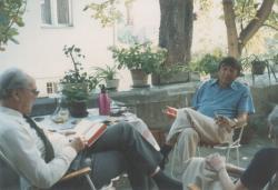 Szentkuthy Miklós és Somlyó György Szentkuthyék lakásának teraszán, a 70-es évek végén