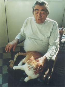 Macskájával a 90-es évek végén