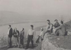 Kirándulás az 50-es években a Duna-kanyarban: a társaságban Mészöly Miklós és Polcz Alaine, Somlyó György, Weöres Sándor)