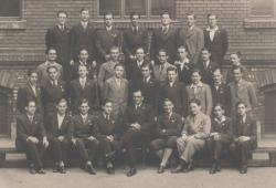 Gimnáziumi tablóképe, 1936 június (alulrol a második sorban, balról a második)