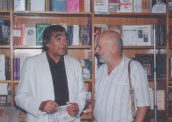 Somlyó György és Eörsi István az Írók Boltjában, 1990 körül