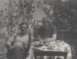 Somlyó György és édesanyja az 50-es években