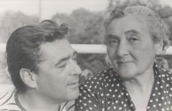 Édesanyjával a 60-as években