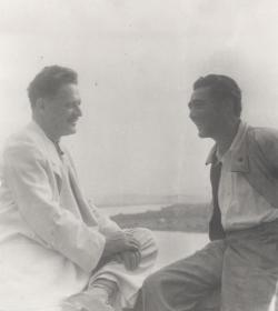 Nazim Hikmet török költő és Somlyó György a Duna-kanyarban