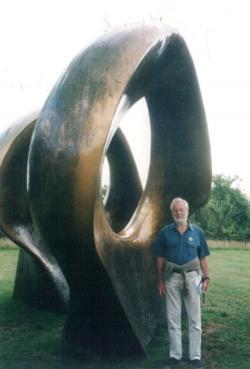 A Henry Moore Alapítvány kertjében, Perry Greenben