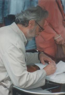 Könyvheti dedikálás a Vörösmarty téren
