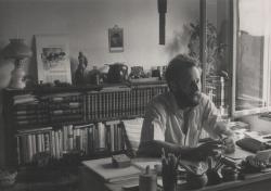 Dolgozószobájában, Szentendrén, 1973