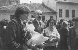 István fiunk ballag (a Báthory Gimnázium udvarán)