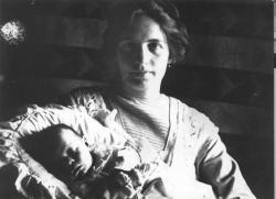 Jékely Zoltán édesanyjával, Schéfer Idával (1913)
