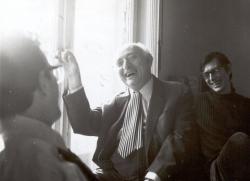 Az Európa Kiadó szerkesztőségében, Lator Lászlóval és Vas Istvánnal (fotó: Gara György, 1975)