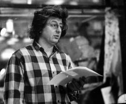 Esterházy Péter Visky András Hóbagoly című könyvének bemutatóján (Írók boltja, 1992)
