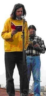 Felolvasás a Nemzeti Színház hajóorrában, Gyukics Gáborral (Költészet Napja, 2003)