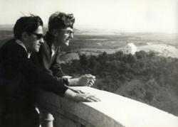 Gimnáziumi osztálytársával Pannonhalmán