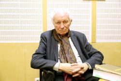 Kalász Márton felolvassa műveit a PIM stúdiójában  (fotó: Belicza László; 2017. december 14.)