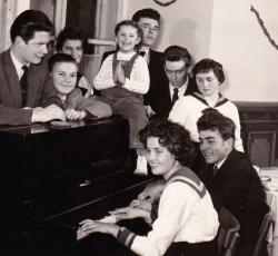Kép az egri Dobó István Gimnáziumban töltött időszakból (1950-es évek második fele)
