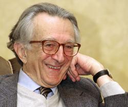 Lator László 85. születésnapjának köszöntésén a Petőfi Irodalmi Múzeumban (2012)