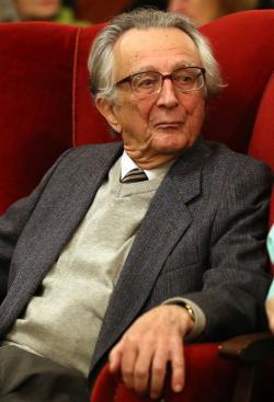 Lator László 90. születésnapjának köszöntésén a Petőfi Irodalmi Múzeumban (2017)