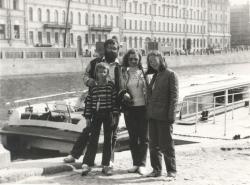 Leningrádban családjával (1987)
