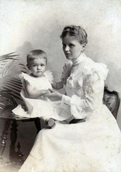 Németh László édesanyjával 1902-ben