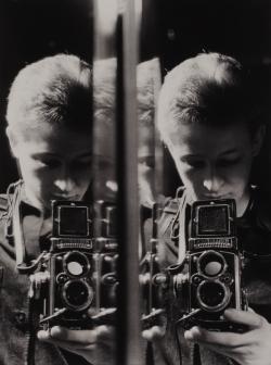 Önarckép Rolleiflex-szel (1957)