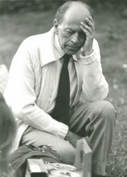 Örkény István visszahallgatja hangfelvételét  (Fotó: Danis Barna, 1978)