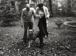 Örkényék Jöttivel a pasaréti kertben (1980)