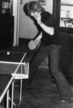 Pingpongozás közben a Móra Kiadóban (1975)