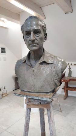 Rába György portrészobra a műteremben (2019, alkotó: Lelkes Márk szobrászművész)