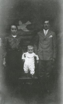 Szüleivel a vései búcsún (1936 szeptember)